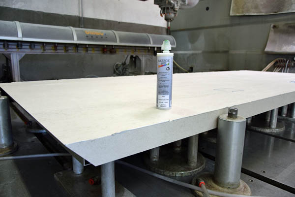Fußbodenplatten Kleben ~ Keramikarbeitsplatte kleben